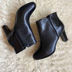 Gorgeous black booties